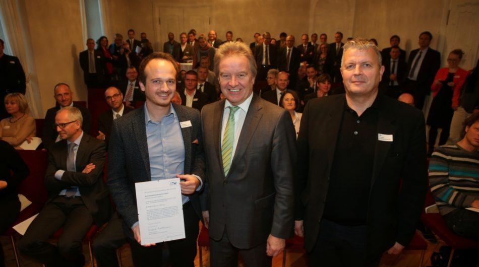 Dorfinstallateur Verleihung IBK Nachhaltigkeitspreis Samuel Feuerstein Gerd Loacker