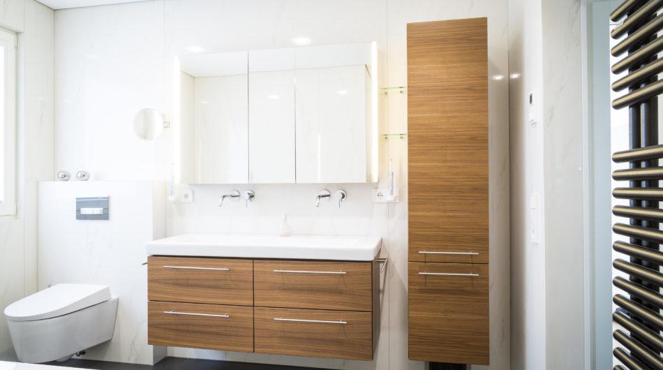 Referenz Dorfinstallateur Badsanierung Vollbad Badewanne Waschbecken Badverbau