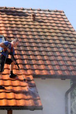 Dachwartung, Dorfinstallateur in Vorarlberg, Österreich