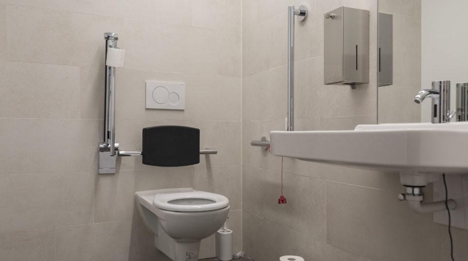 Referenz Mehrzweckgebäude Buch Vorarlberg Behinderten WC