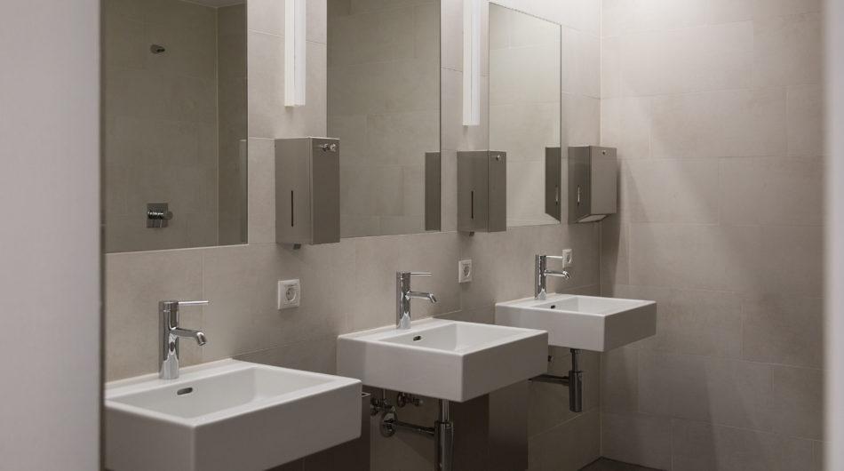 Referenz Mehrzweckgebäude Buch Vorarlberg Sanitäranlagen Waschbecken