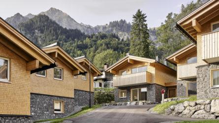 Referenz Chaletdorf Dalaas Wald am Arlberg Häuser, Vorarlberg