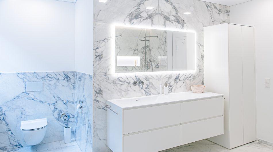 badsanierung bregenz waschtisch spiegelschrank